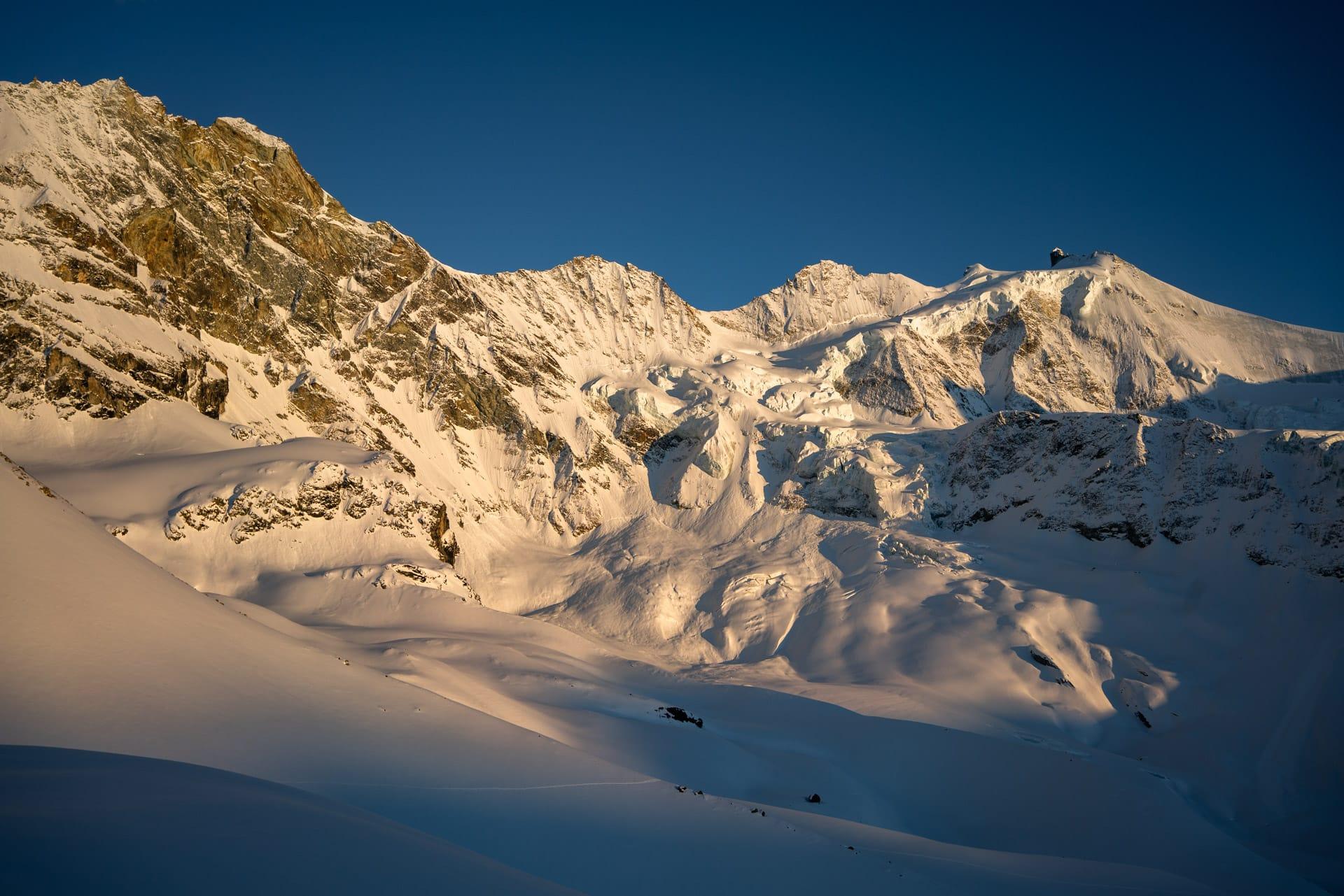 Alpes Valaisannes #W1<br><span id='secondary-title' style='font-size:28px;line-height:34px;color:#fff!important;font-weight:300;display:block;padding-top:34px;'>Improvisation le long de la couronne impériale de Zinal.</span>